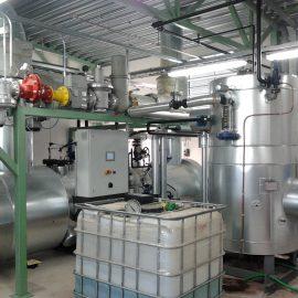 700 kW pakokaasutoiminen höyrykattila syöttövesisäiliöineen